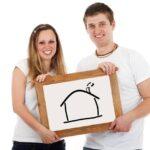Giovane-coppia-ritratto-casa