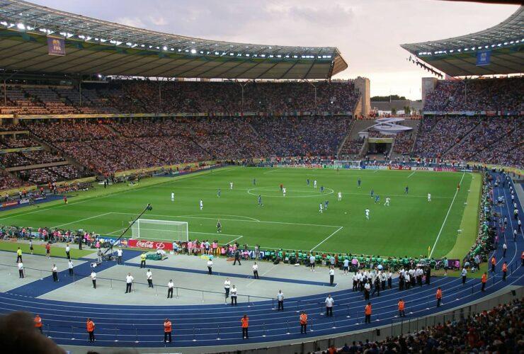 Stadio-calcio-partita-Serie-C