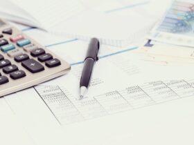 cartelle-tasse-calcolatrice-penna-soldi